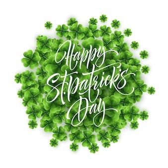Happy saint patricks day saluto scritte su sfondo foglia di trifogli. illustrazione