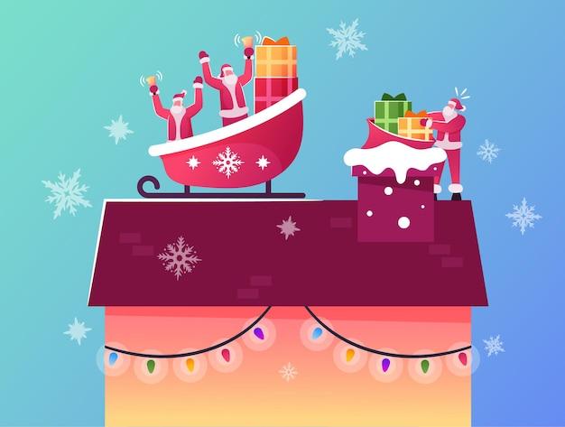 Caratteri di babbo natale felici seduti nella slitta di renne sul tetto della casa lanciano regali fino al camino