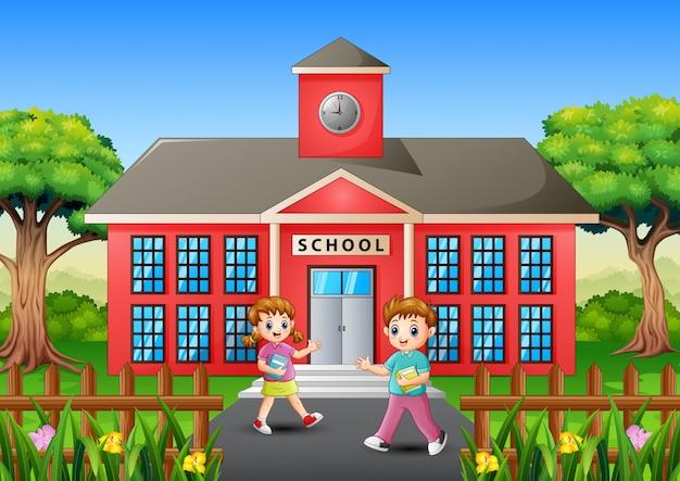 Gli studenti felici vanno a scuola la mattina