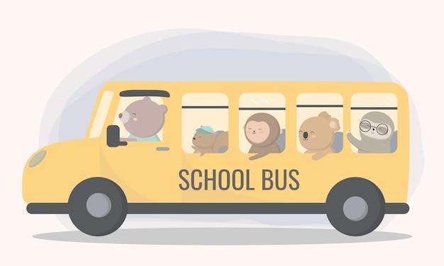 Bambini felici degli studenti nello scuolabus. bentornato al semestre.