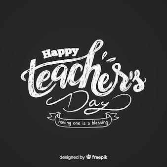 Iscrizione del giorno dell'insegnante felice sulla lavagna Vettore Premium