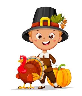 Felice giorno del ringraziamento simpatico personaggio dei cartoni animati del piccolo pellegrino in piedi con l'uccello di tacchino