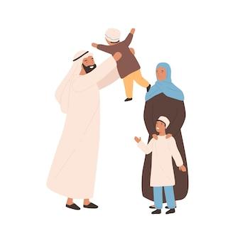 Illustrazione piana di vettore della famiglia araba tradizionale felice. genitori musulmani gioiosi che giocano con il bambino isolato su bianco. giovani sauditi in abito hijab che trascorrono del tempo insieme provando amore.