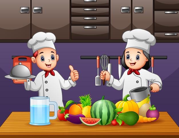 Cuoco unico felice due che prepara cibi sani