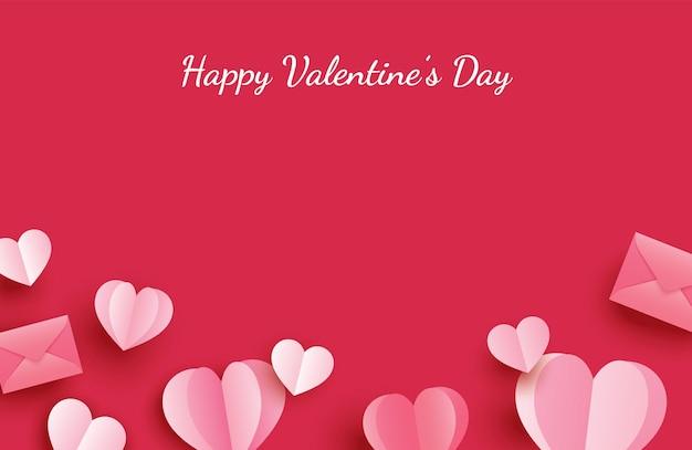 Auguri di felice giorno di san valentino con cuori di carta su sfondo rosso pastello.