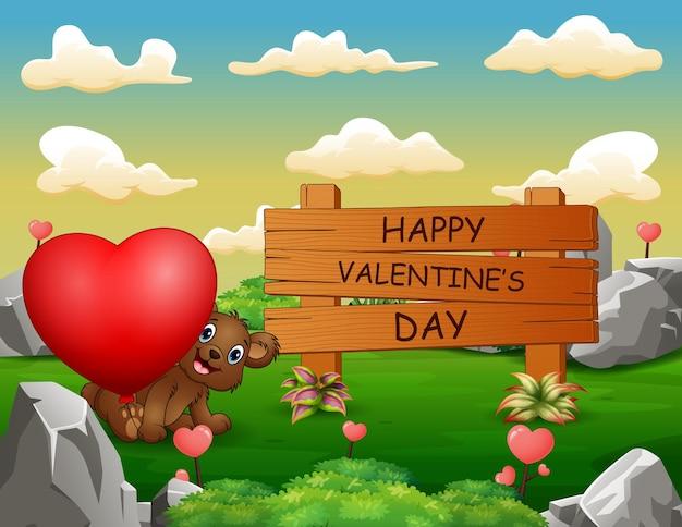 Segno di legno felice di giorno di biglietti di s. valentino con un orso che tiene cuore rosso