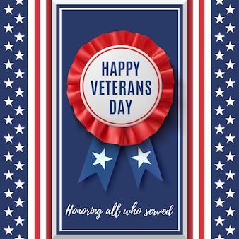 Distintivo di felice giorno dei veterani. etichetta realistica, patriottica, blu e rossa con nastro, su sfondo astratto bandiera americana. modello di progettazione per poster, brochure o biglietto di auguri.