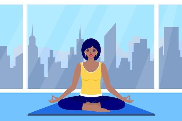 La donna felice medita seduto a casa. concetto di yoga.