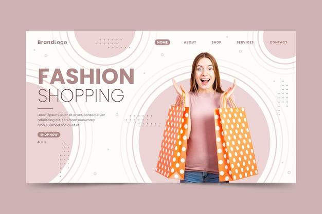 Donna felice con la pagina di destinazione di vendita di moda borse