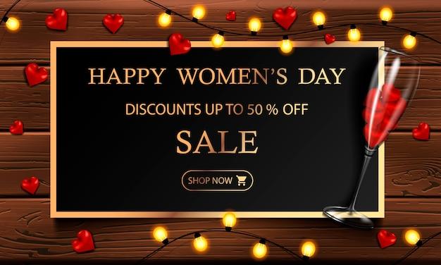 Felice festa della donna, 8 marzo, cartolina orizzontale con un vetro e cuori, ghirlanda gialla e cornice d'oro su uno sfondo di legno per il vostro disegno