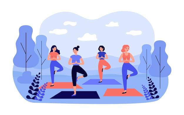 Donne felici in abiti sportivi sulla lezione di yoga all'aperto nel parco cittadino isolato in design piatto