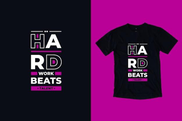 Il duro lavoro batte il design della maglietta con citazioni motivazionali di tipografia moderna di talento