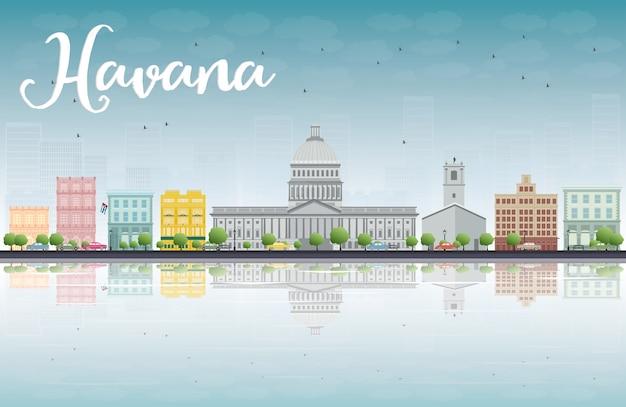 Havana skyline con edificio a colori e cielo blu