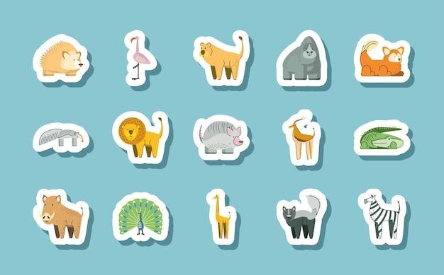 Illustrazione delle icone degli autoadesivi del fumetto degli animali della giungla del fenicottero della zebra del leone della gorilla del riccio