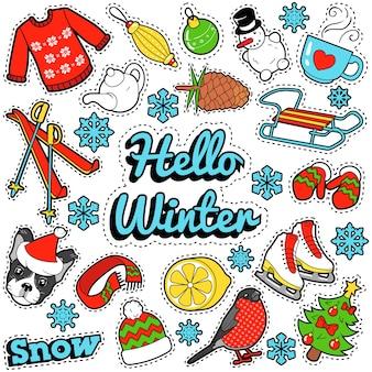 Hello winter stickers, distintivi, toppe, decorazioni con neve, vestiti caldi e albero di natale scarabocchio