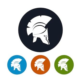 Icona dell'elmo, i quattro tipi di icone rotonde colorate elmo antico, elmo antico romano o greco per soldati di protezione della testa con una cresta di piume o crine di cavallo con fessure per gli occhi e la bocca