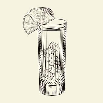 Bicchiere highball di cocktail alcolico e fetta di lime. bicchiere di limonata e cubetti di ghiaccio. stile di incisione. per menù bar, cartoline, poster, stampe, packaging. illustrazione vettoriale.