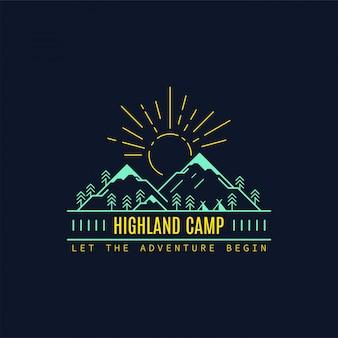 Distintivo del campo delle highland. illustrazione al tratto. trekking, emblema del campeggio.