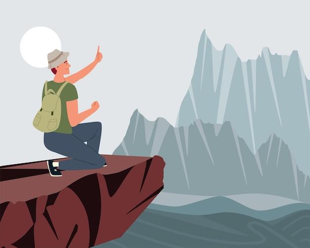 L'escursionista è in piedi in cima alla montagna