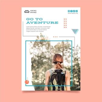 Modello di poster di escursionismo a4 con foto