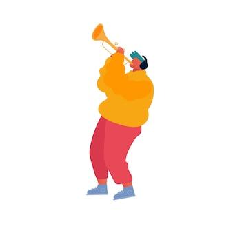 Musicista hipster che esegue spettacolo sulla strada della città che suona la tromba per i pedoni
