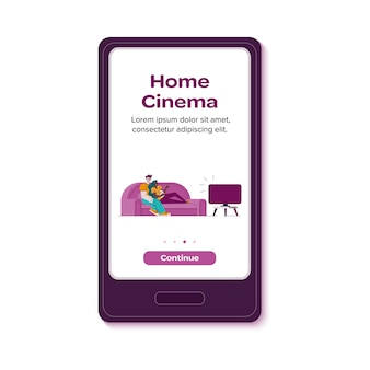 Progettazione di applicazioni home cinema con persone sul divano piatto