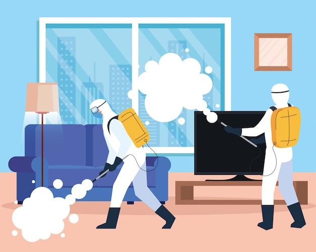 Disinfezione domestica tramite servizio di disinfezione commerciale, gruppo di operatori di disinfezione con tuta protettiva e spray per prevenire covidi 19