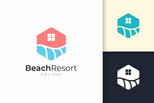 Logo della casa o del resort sul lungomare con forma astratta per il settore immobiliare