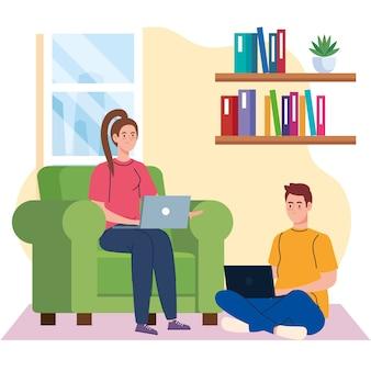 Lavoro a domicilio, giovane coppia freelance con laptop in salotto, lavora da casa a ritmo rilassato, posto di lavoro conveniente