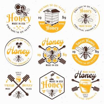 Miele e apiario set di emblemi colorati, etichette, distintivi e segni per il pacchetto su sfondo chiaro