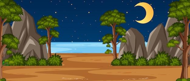 Scena della natura di orizzonte o paesaggio di campagna con vista sulla foresta e luna nel cielo di notte