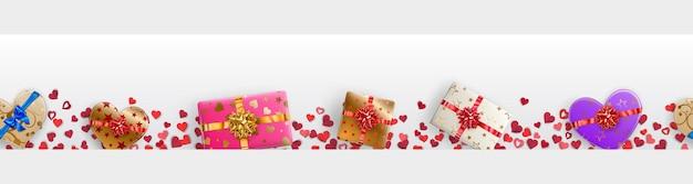 Banner orizzontale con piccoli cuori rossi e scatole regalo colorate con nastri
