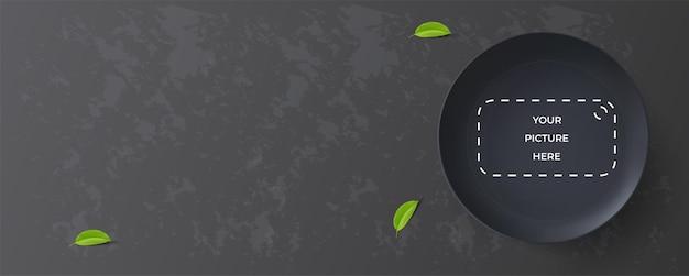 Piatto nero realistico di progettazione orizzontale dell'insegna dell'alimento sull'illustrazione nera di vettore del fondo 3d