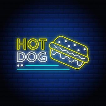 Insegne al neon hot dog testo in stile con muro di mattoni.