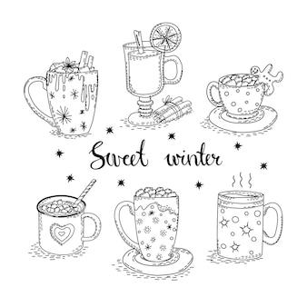 Bevande calde caffè cacao con marshmallow vin brulé in tazze su sfondo bianco isolato