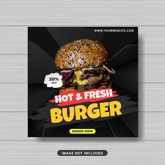 Banner di modello di post sui social media per la promozione della vendita di cibo hamburger caldo e fresco Vettore Premium