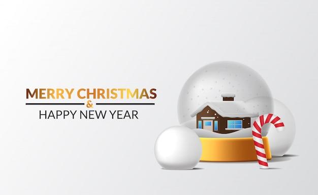 Decorazione della scena invernale della casa decorazione della sfera di vetro della neve con palla di neve e zucchero filato con sfondo bianco per un evento di buon natale e felice anno nuovo