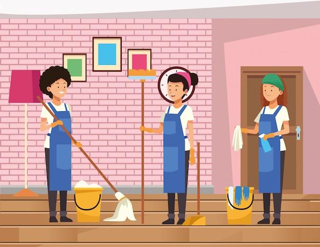 Lavoratrici del team di pulizie con strumenti di attrezzature