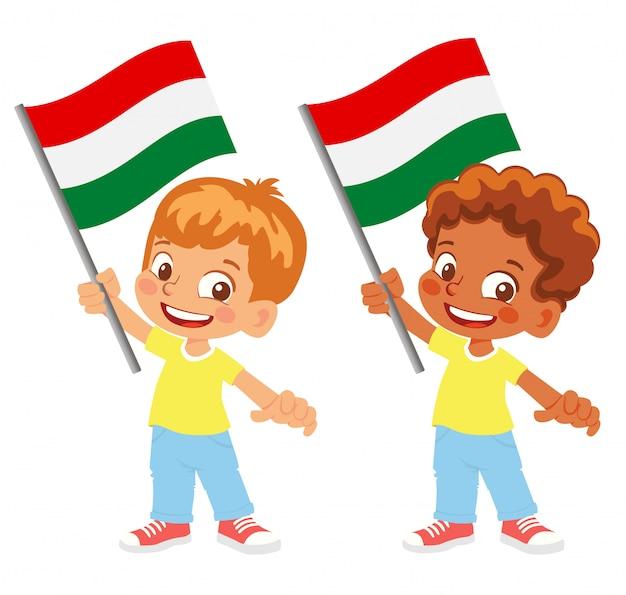 Bandiera dell'ungheria in mano insieme