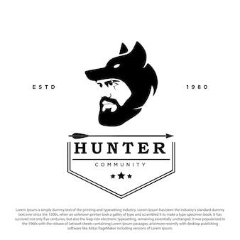 Logo della comunità di cacciatore cacciatore con emblema vettoriale testa di lupo