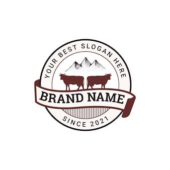 Illustrazione del concetto di design del distintivo del logo dell'allevamento di mucche