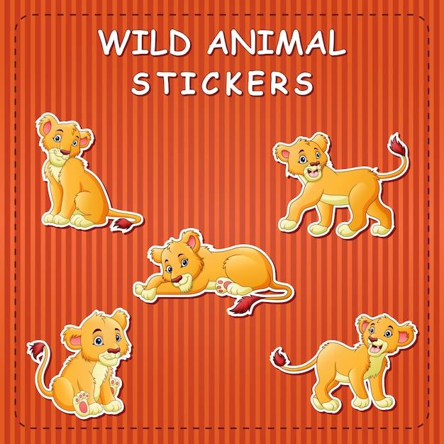 Illustrazione del leone simpatico cartone animato su adesivi