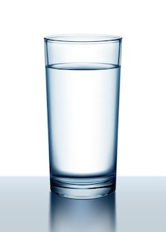 Illustrazione del bicchiere d'acqua con la riflessione sulla superficie