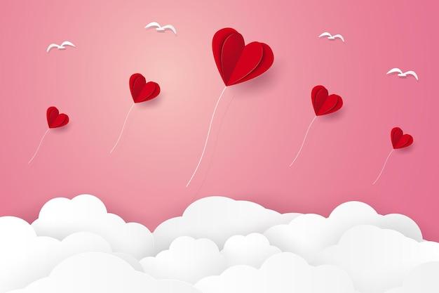 Illustrazione dell'amore con palloncini a forma di cuore piegati rossi che volano nel cielo in stile arte cartacea