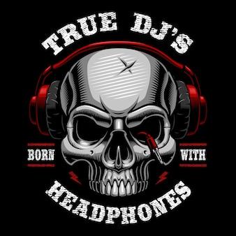 Illustrazione del cranio dj. design della camicia su sfondo scuro. il testo è sul livello separato.