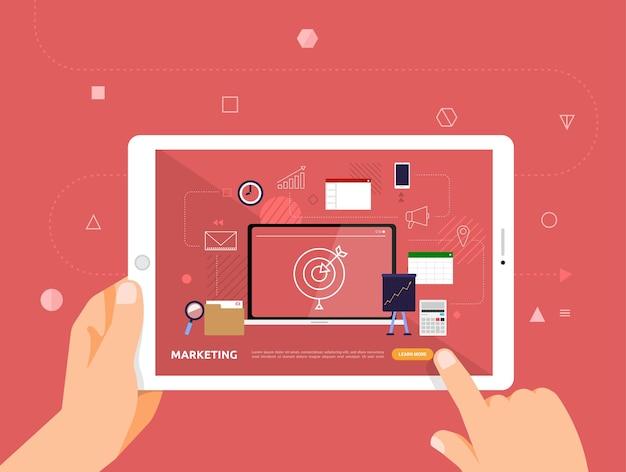 Le illustrazioni progettano e-learning concpt con un clic della mano sul marketing del corso online per tablet