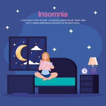 Donna di insonnia in camera da letto con cuscino e design dell'orologio, tema del sonno e della notte