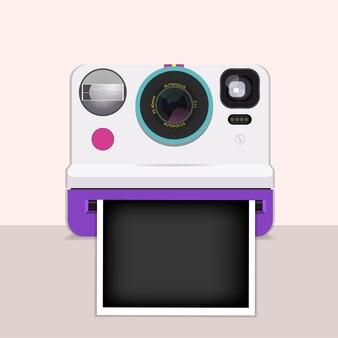 Fotocamera istantanea con pellicola.