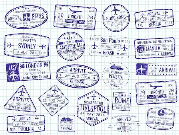 Francobolli dei visti internazionali sulla pagina del taccuino
