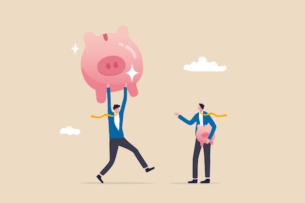 Rendimento dell'investimento o confronto del reddito, successo e fallimento nel risparmio o nel fondo pensione, essere ricco o ricco, uomo d'affari che tiene un piccolo salvadanaio mentre guarda un altro fondo pensione più grande.